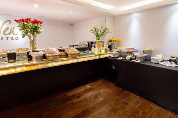 Breakfast buffet le parc hotel quito