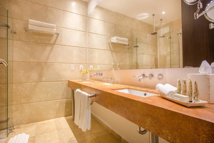 Bathroom movich cartagena de indias hotel